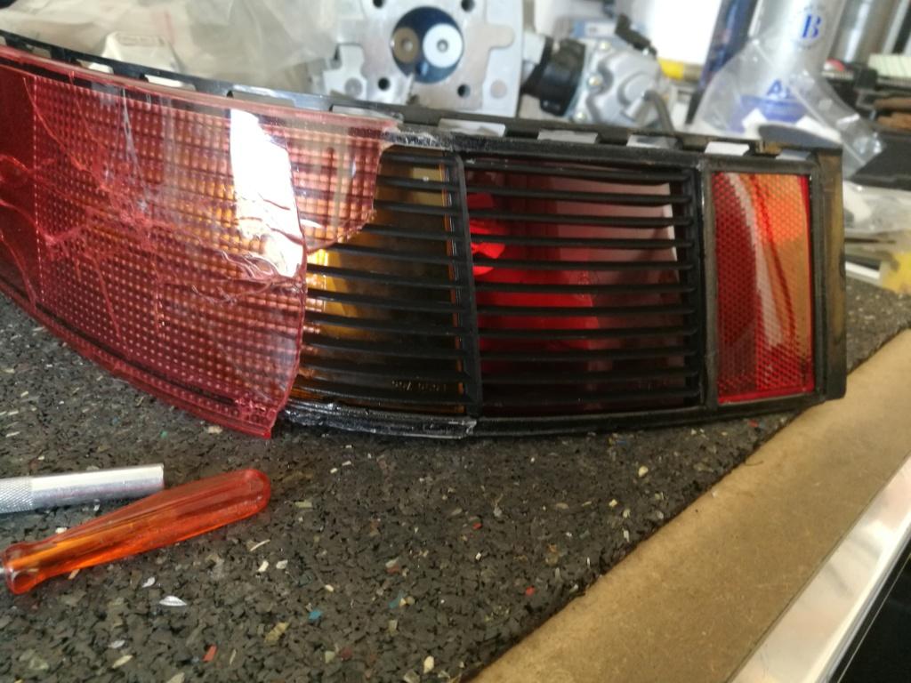 Remplacement vitres de feux AR 964.  424