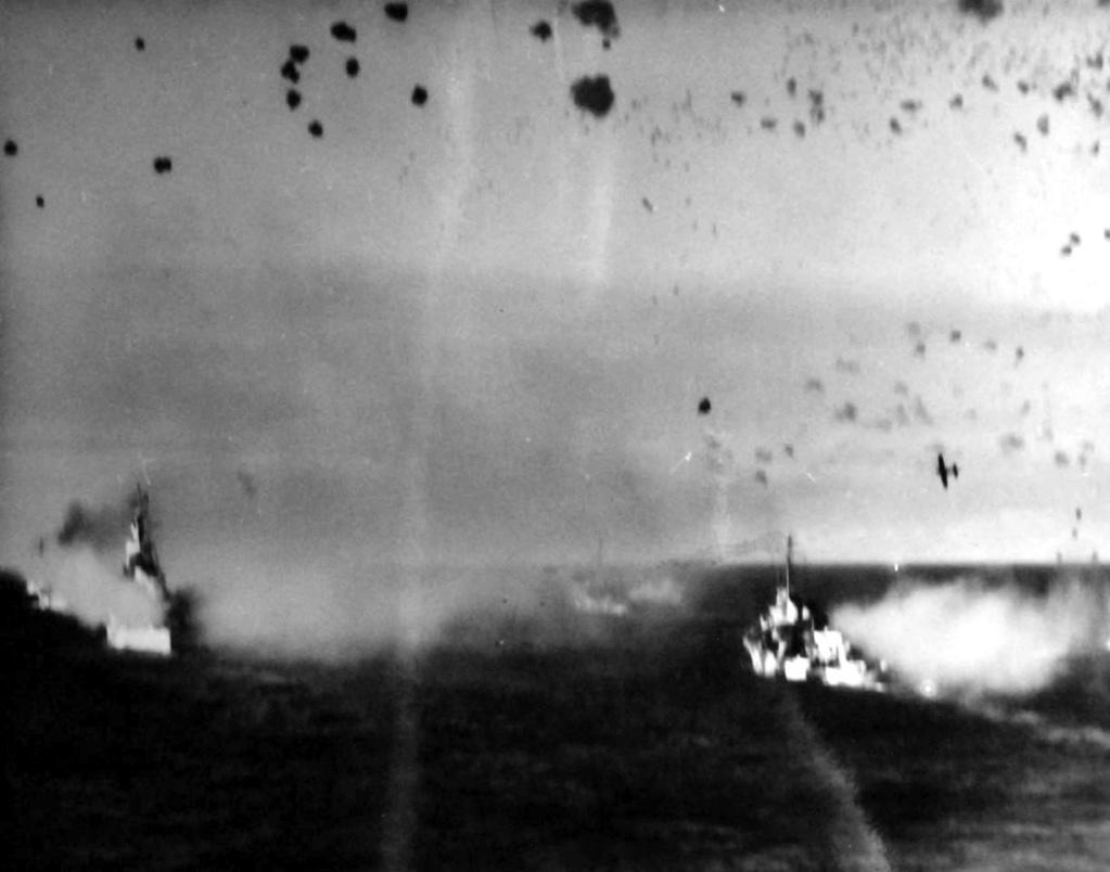 Navires US endommages par des kamikazes 04028610