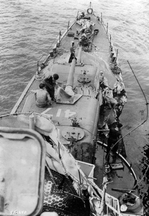 Navires US endommages par des kamikazes 05417211