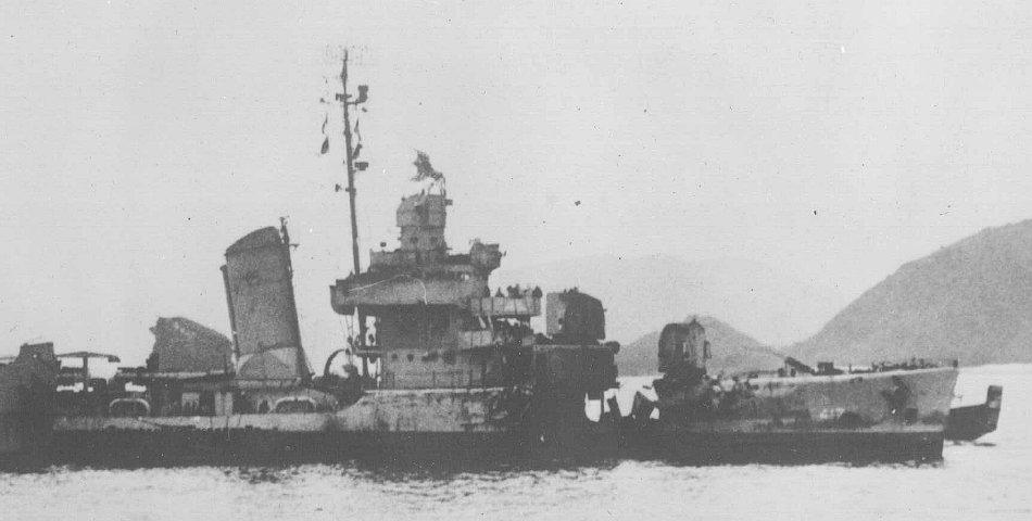 Navires US endommages par des kamikazes 05417212