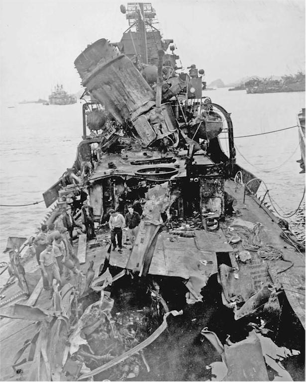 Navires US endommages par des kamikazes 05586012