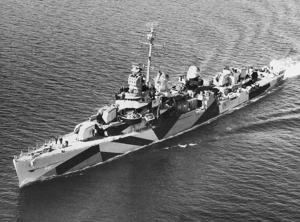 Navires US endommages par des kamikazes 1280px27