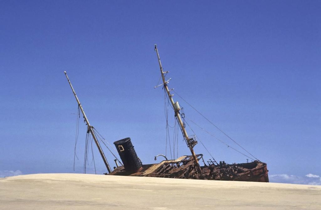 Les plus grands cimetieres de navires du monde - Page 2 1996ch10