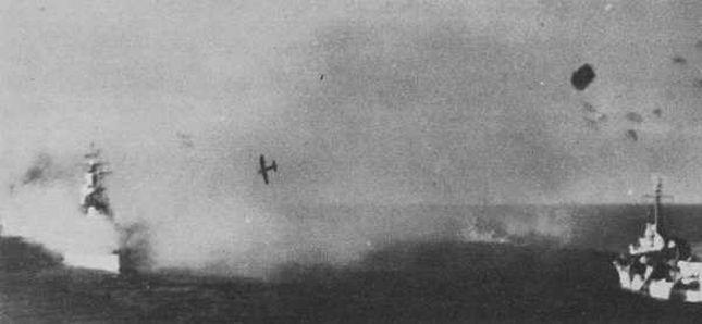 Navires US endommages par des kamikazes 78778810