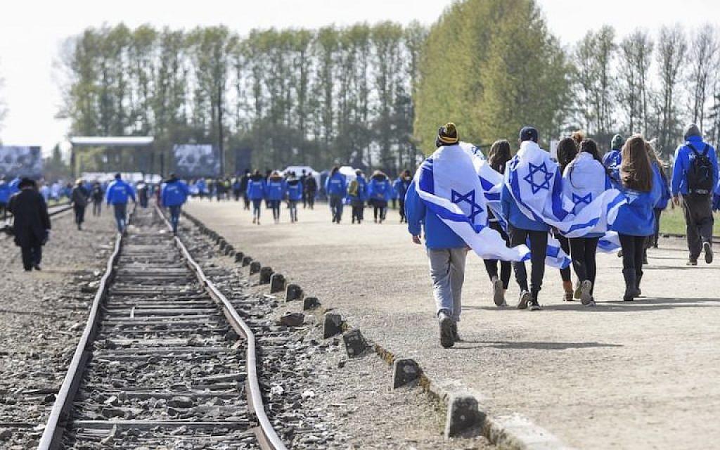 Faut-il laisser disparaître le camp d'Auschwitz ? Auschw25
