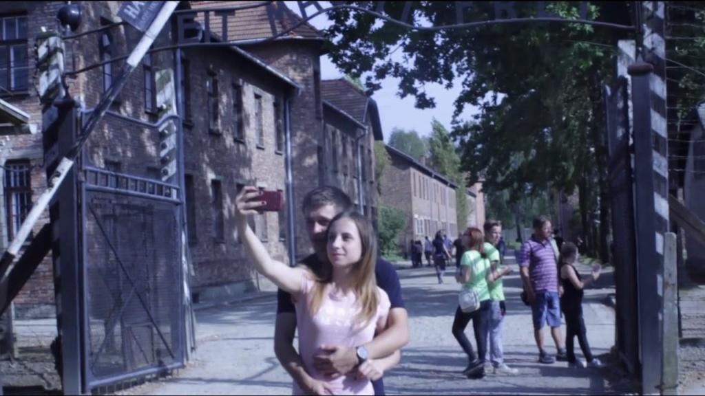 Faut-il laisser disparaître le camp d'Auschwitz ? Auschw27