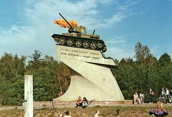 Le Monument blinde russe a Berlin B199010