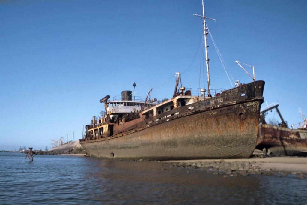 Les plus grands cimetieres de navires du monde - Page 2 Beira_10