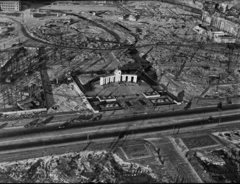 Mémorial soviétique de Tiergarten Berlin77