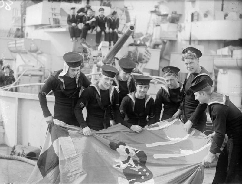 Victoires navales - Page 2 Hms_du10