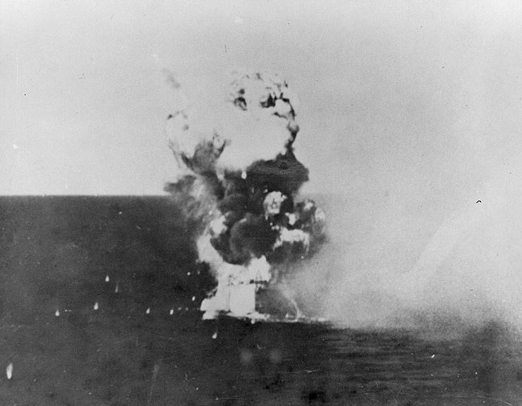 Navires US endommages par des kamikazes Kamika13