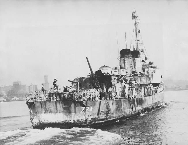 Navires US endommages par des kamikazes Laffey12