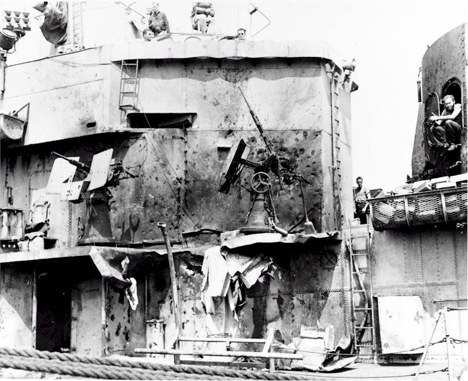 Navires US endommages par des kamikazes Laffey13