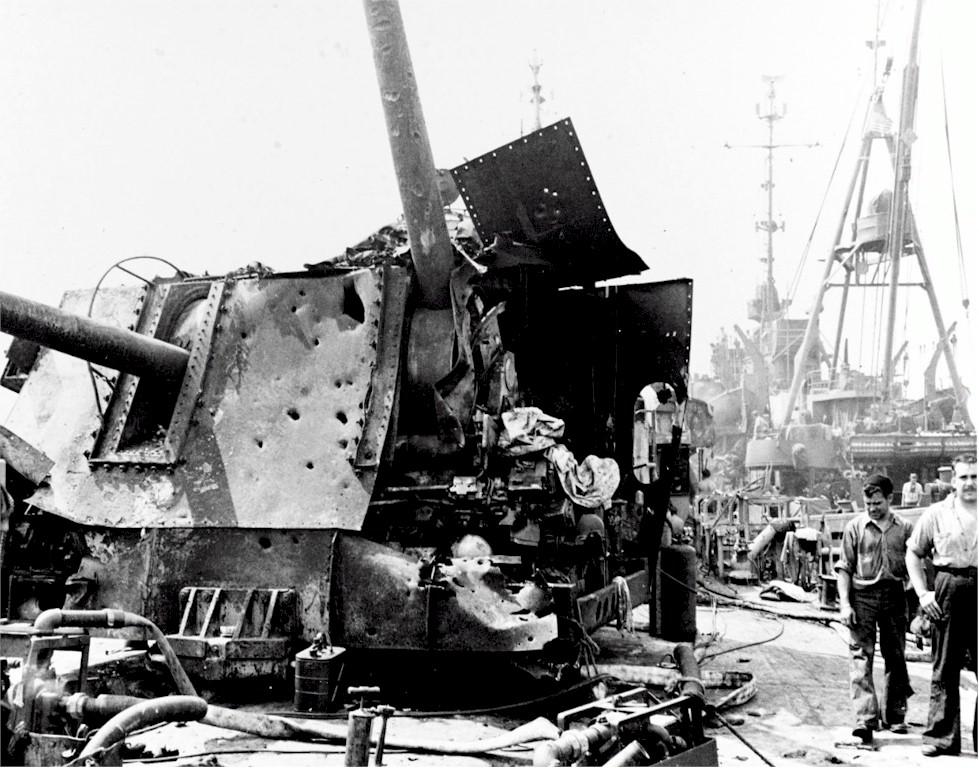 Navires US endommages par des kamikazes Laffey14