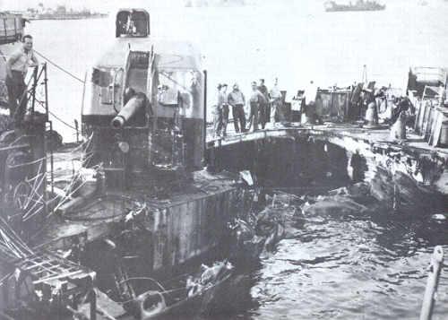 Navires US endommages par des kamikazes Leutze10