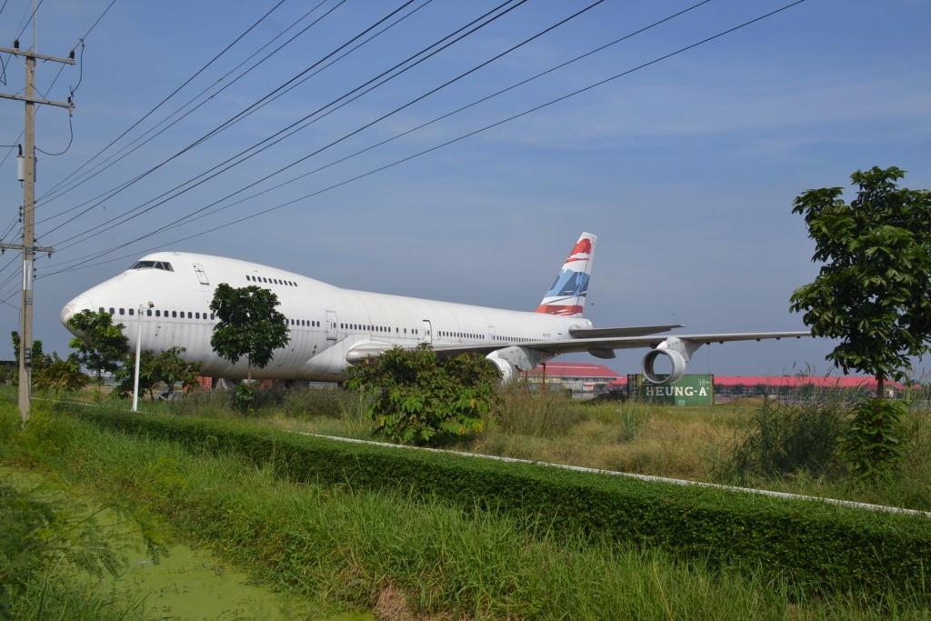 Epaves vieux avions en Thailande Nakhon10