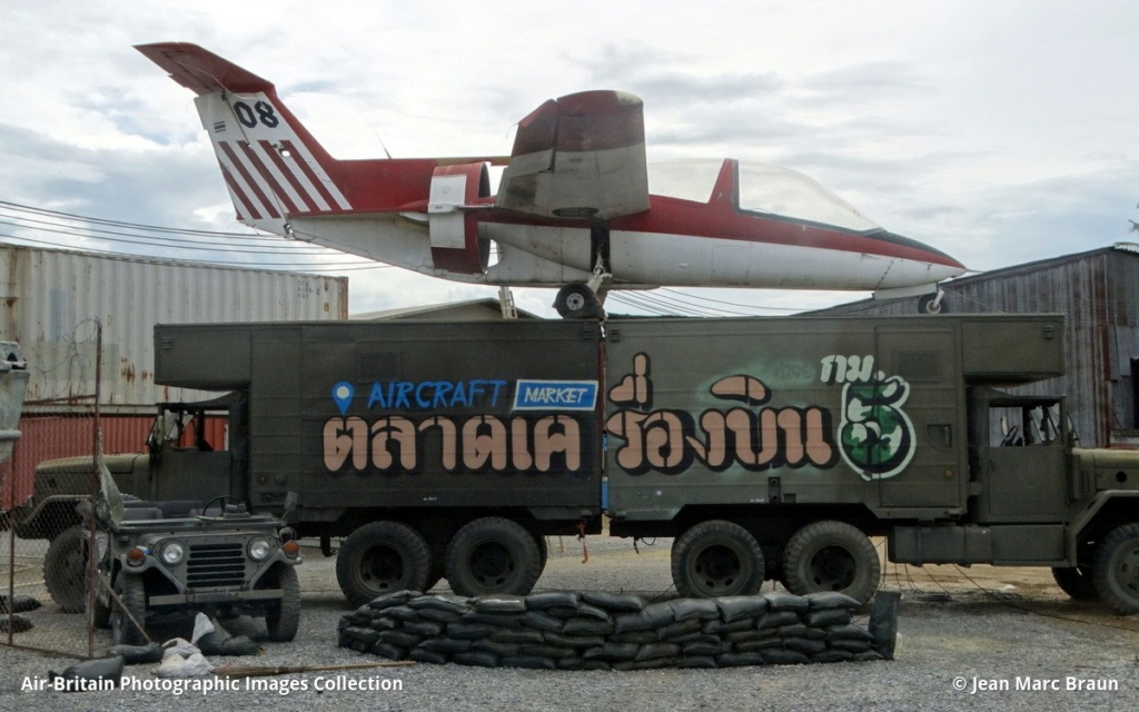 Epaves vieux avions en Thailande Nakhon14