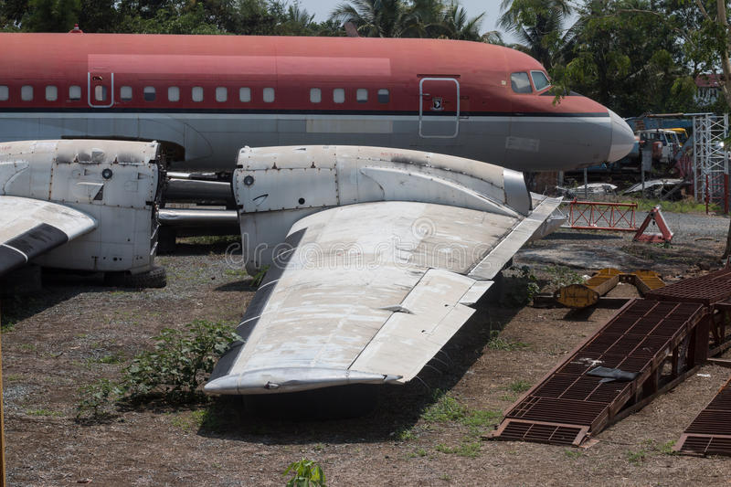 Epaves vieux avions en Thailande Old-ab10