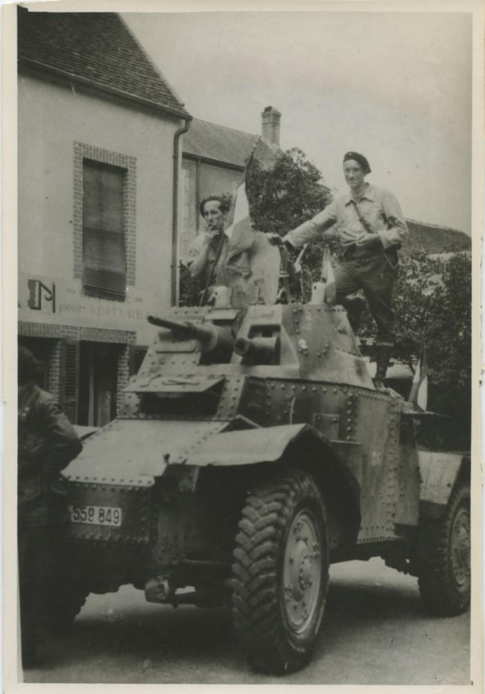 Vehicules recuperes par les FFI -1944 Paris10