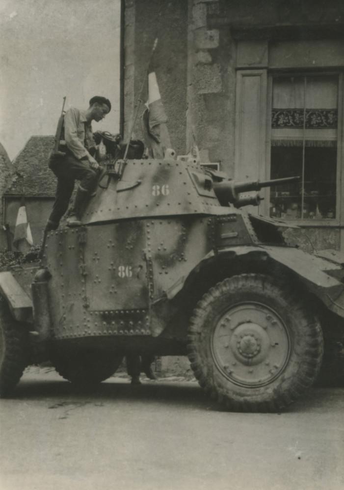 Vehicules recuperes par les FFI -1944 Paris_30