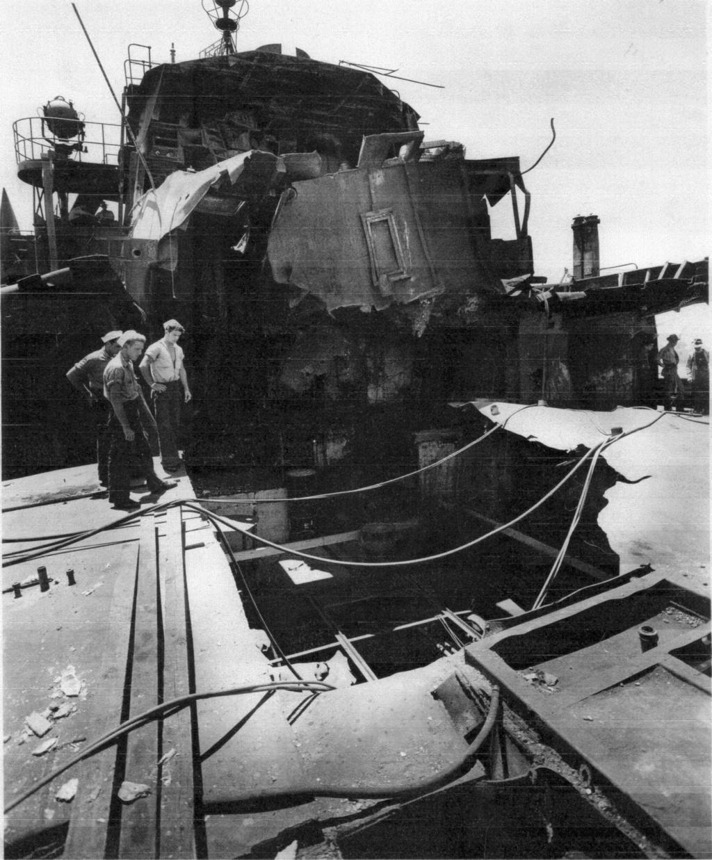 Navires US endommages par des kamikazes Pinckn11