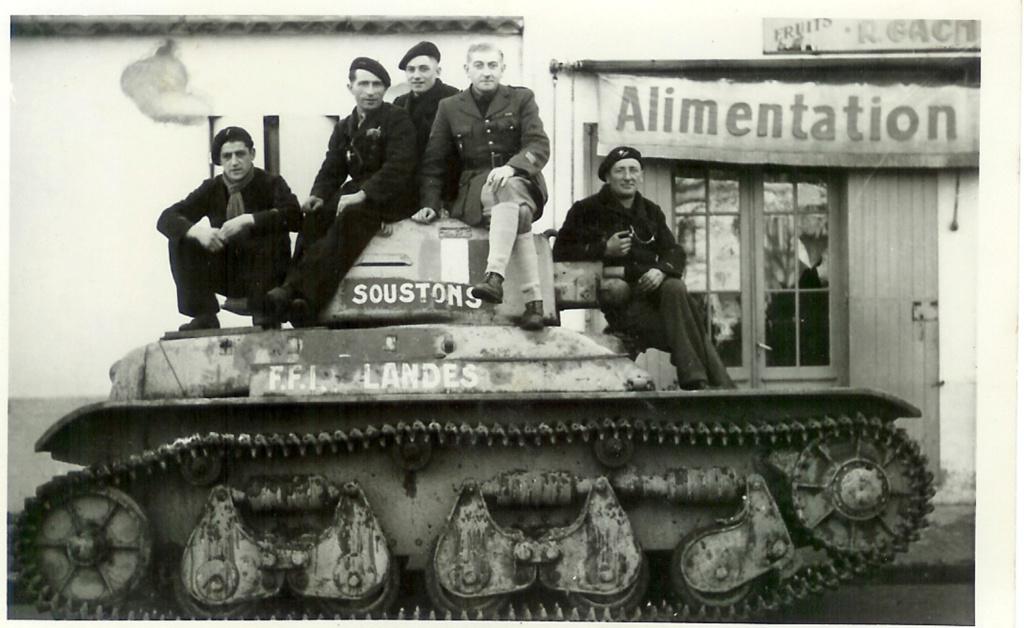 Vehicules recuperes par les FFI -1944 R35_gi10