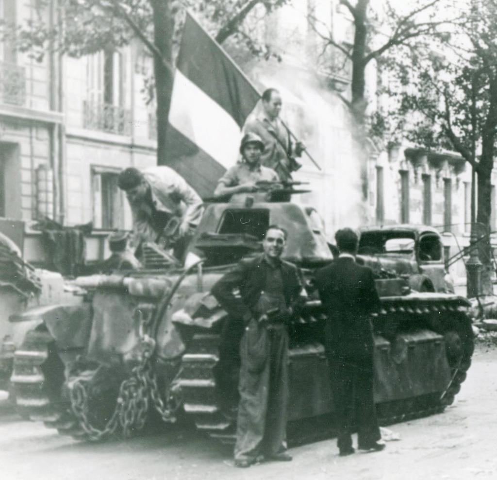 Vehicules recuperes par les FFI -1944 R40_pa10