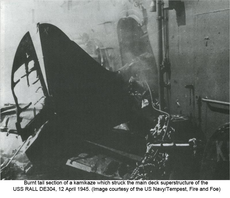 Navires US endommages par des kamikazes Rall10