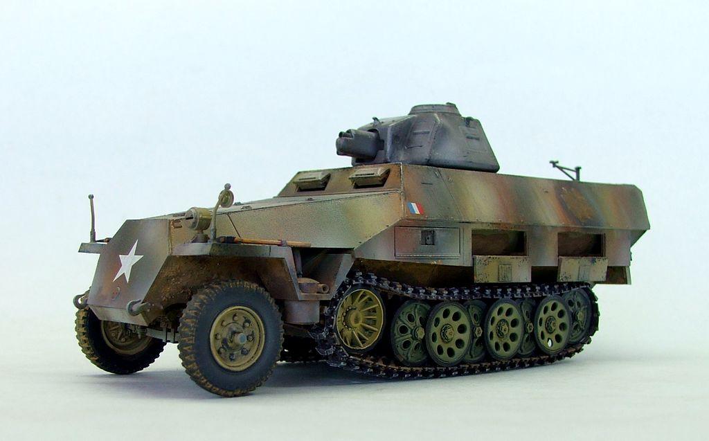 Vehicules recuperes par les FFI -1944 Sdkfz212