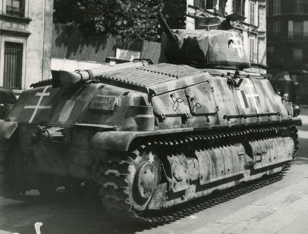 Vehicules recuperes par les FFI -1944 Somua_16