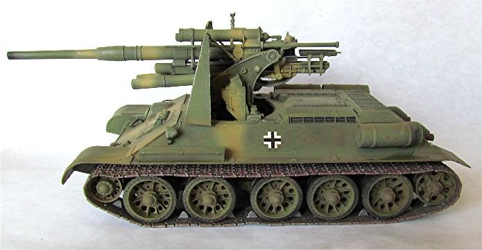 Le T34-85 Beute a canon 8.8cm allemand  (2012) T34-8810