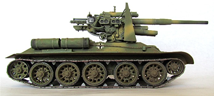 Le T34-85 Beute a canon 8.8cm allemand  (2012) T34-8811
