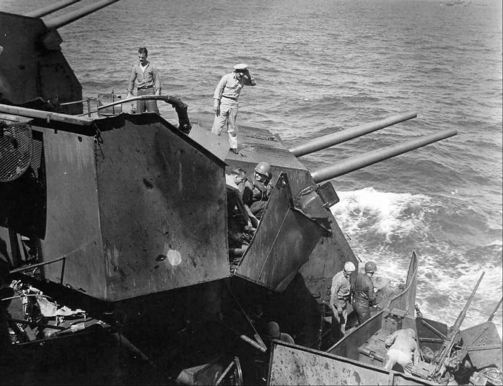 Navires US endommages par des kamikazes Teness12
