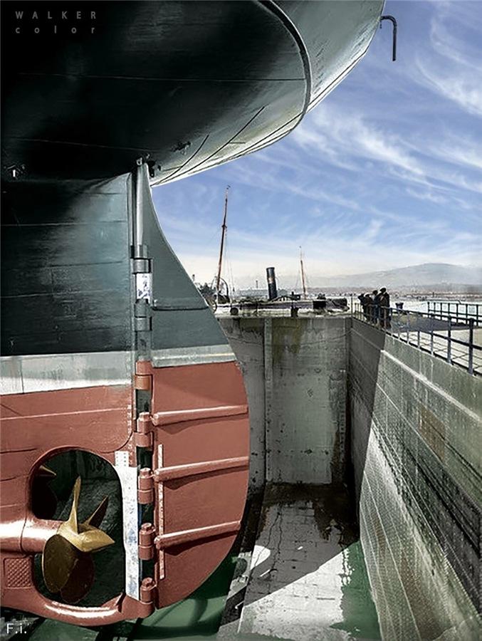 Photos navires insolites - Page 11 Titani10