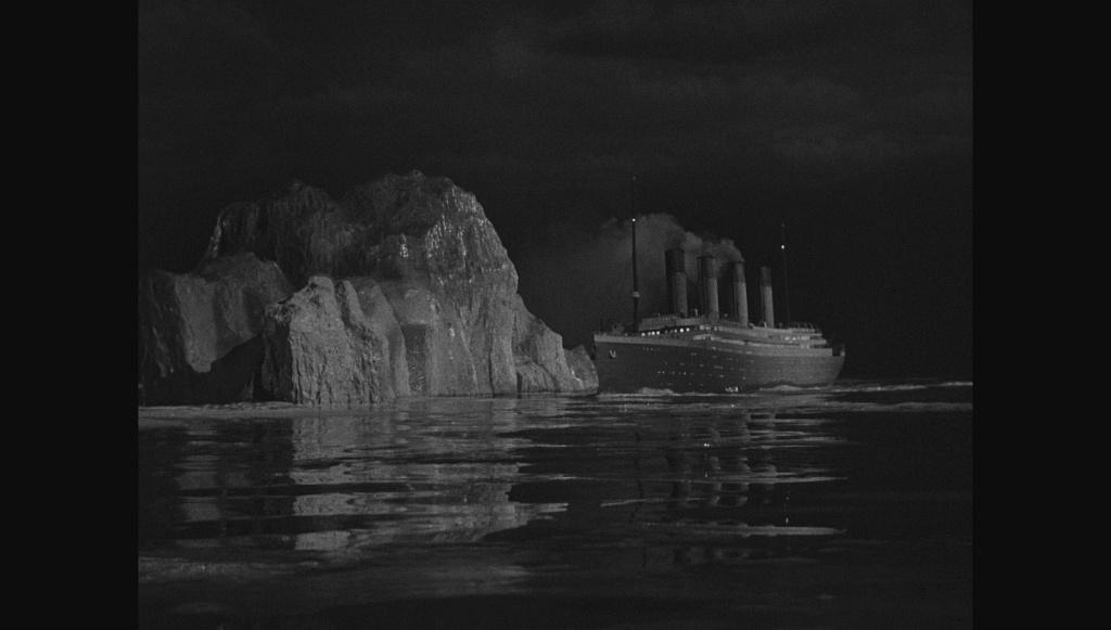 Photos navires insolites - Page 13 Titani11
