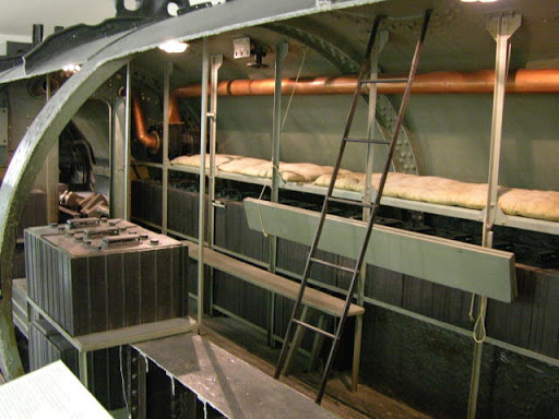 Des photos du V-143, un sous-marin russe en service de 1960  Unname34