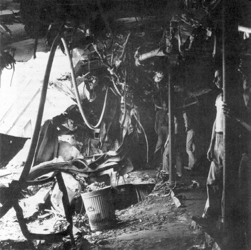 Navires US endommages par des kamikazes Uss_co15