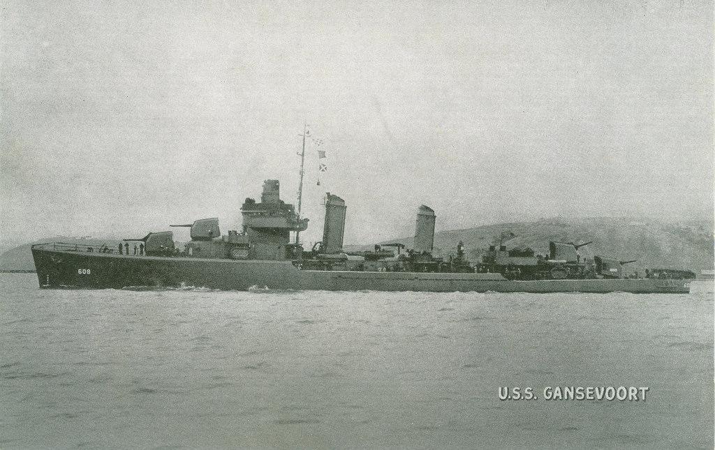 Navires US endommages par des kamikazes Uss_ga11