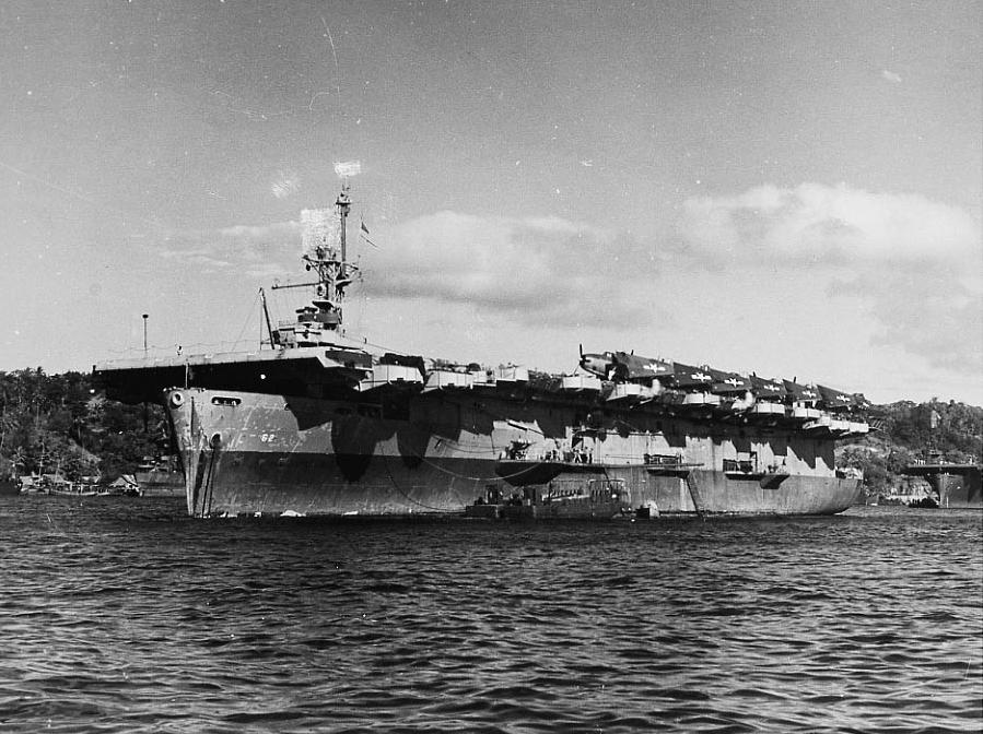 Porte-avions US et Kamikazes - Page 2 Uss_na10