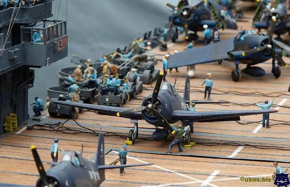 Porte-avions CVL ′′ USS Sangamon ′′-1/72e Ussh10