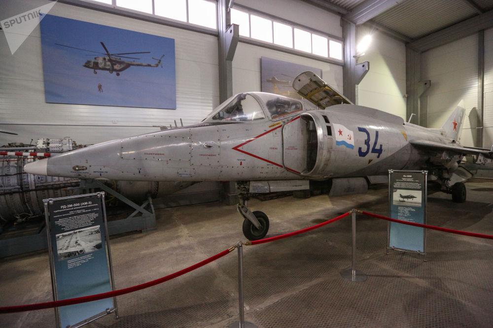Musée de l'aviation de la flotte du Nord Yak-3810