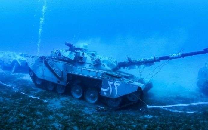 Un musée militaire sous-marin en mer Rouge Z040rm10