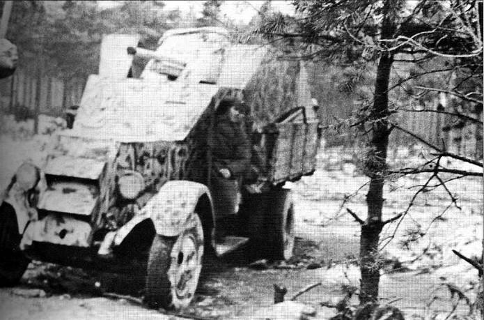 Camion blindé de 3 tonnes ZiS-5 avec canon anti-char de 45mm Z112