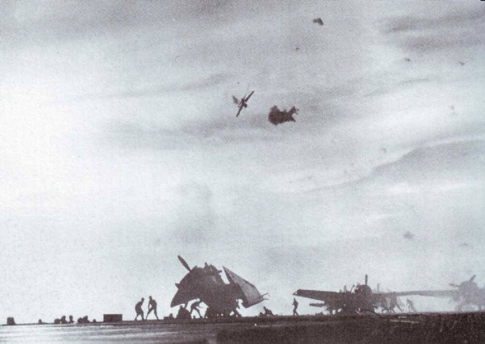 Porte-avions US et Kamikazes - Page 2 Z145