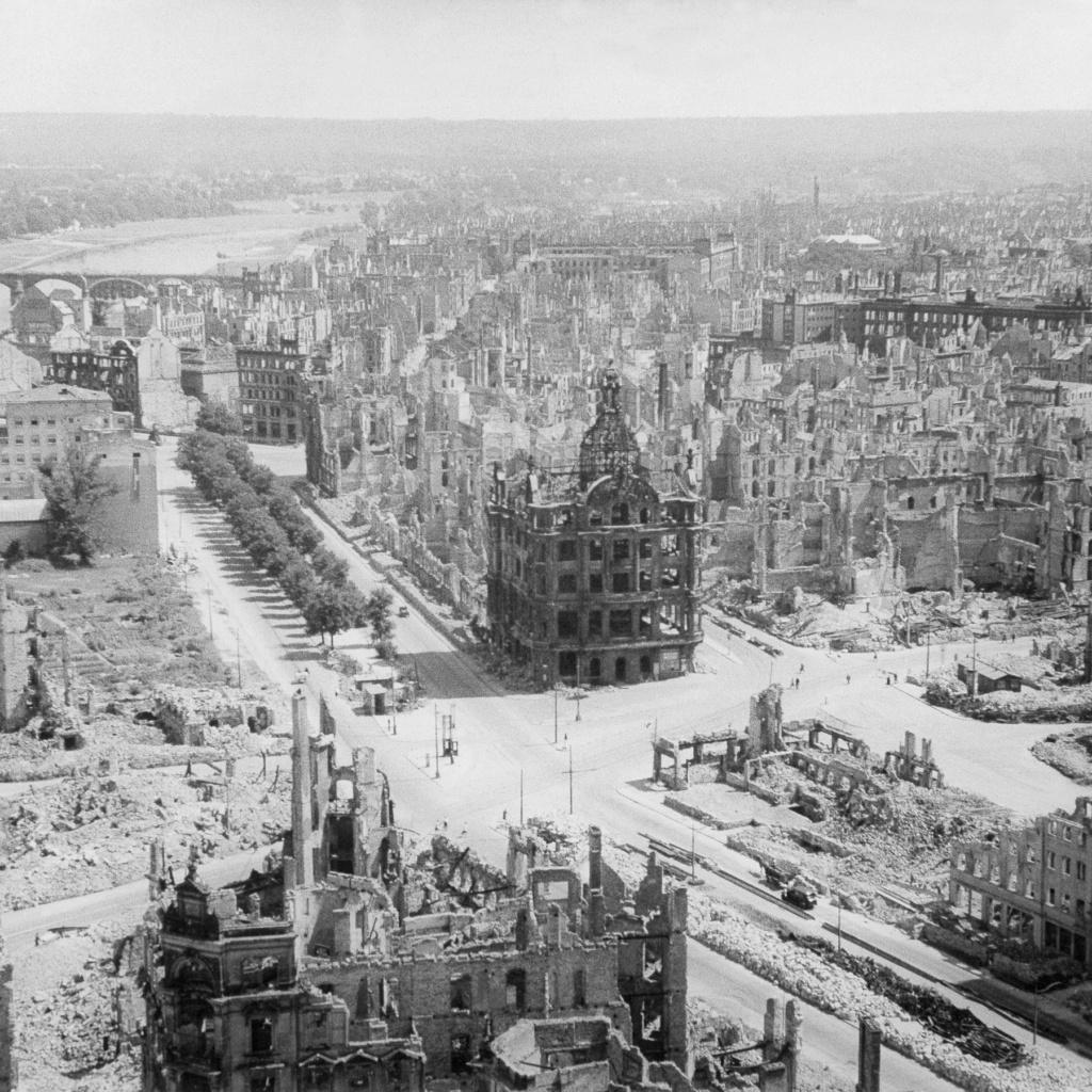 Destruction de Dresde  13-14 février 1945  (2012) Z370