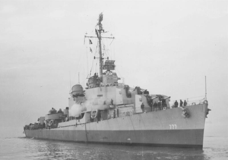 Navires US endommages par des kamikazes Zellar10