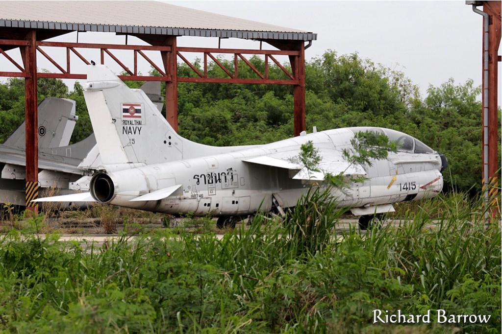 Epaves vieux avions en Thailande Zzcors10