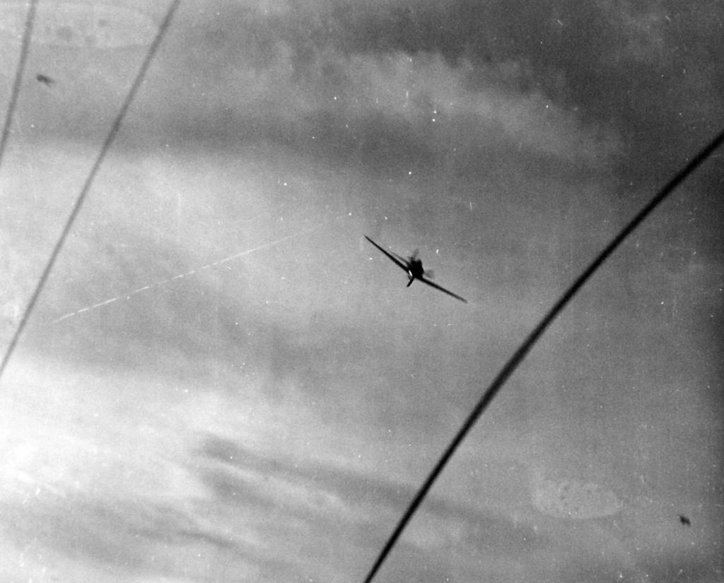 Porte-avions US et Kamikazes - Page 2 Zzz56