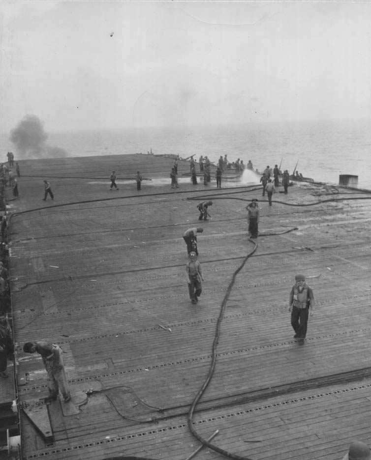 Porte-avions US et Kamikazes - Page 2 Zzz62
