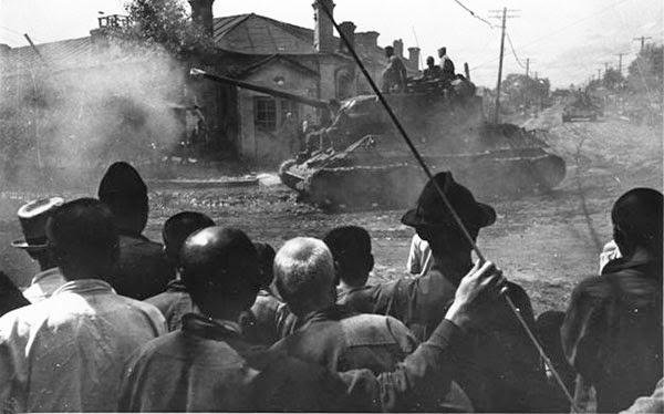 Kamikazes japonais sur blindes sovietiques Zzzz33
